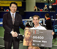 18-11-07, Netherlands, Amsterdam, Wheelchairtennis Masters 2007, Winner Robin Ammerlaan receives the cheque from Mr. Susuki from NEC