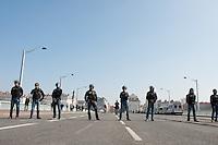 CRS DEVANT LA PREFECTURE MANIFESTATION DES ETUDIANTS CONTRE LA LOI 'EL KHOMRI' A LYON