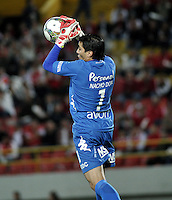 BOGOTA- COLOMBIA - 11-02-2014: Ignacio Don, Portero del Nacional de Paraguay, durante partido entre Independiente Santa Fe y Nacional de la segunda fase, grupo 4, de la Copa Bridgestone Libertadores en el estadio Nemesio Camacho El Campin, de la ciudad de Bogota. /Ignacio Don, goalkeeper of Nacional of Paraguay during a match between Independiente Santa Fe and Nacional for the second phase, group 4, of the Copa Bridgestone Libertadores in the Nemesio Camacho El Campin in Bogota city. Photo: VizzorImage / Luis Ramirez / Staff.