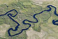 Owensriver: AMERIKA, VEREINIGTE STAATEN VON AMERIKA, KALIFORNIEN,  (AMERICA, UNITED STATES OF AMERICA), 05.06.2006: Owensriver im Owens Valley nahe Bishop liegt zwischen der Sierra Nevada und den White Mountains. Die Berge auf beiden Seiten erreichen ueber 4000 Meter Hoehe. Das Tal liegt in ca. 1200 Meter Hoehe. Im Tal liegt der Owens Lake. Los Angeles bekommt Wasser aus dem See und aus dem Fluss. Durch den hohen Wasserverbrauch sind der Fluss sowie das Tal ausgetrocknet.