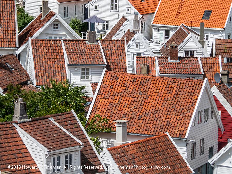Order & Chaos among Skavanger rooftops