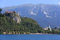 Bled, view of the lake and the castle///Bled, vue sur le lac et le château