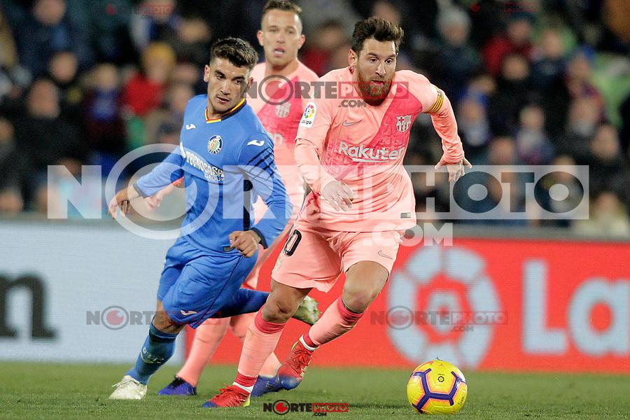 Getafe CF's Mauro Arambarri (l) and FC Barcelona's Leo Messi during La Liga match. January 6,2019. (ALTERPHOTOS/Acero) /NortePhoto.com