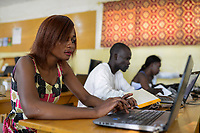 """CHAD, N`Djamena , computer training at catholic centre / TSCHAD, Ndjamena, Katholische Hochschulgemeinde CCU (""""Centre Catholique Universitaire""""), gegründet von der französischen Ordensschwester Brigitte Lecuelle, Computerausbildung"""