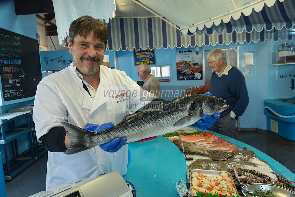 Royaume-Uni, îles Anglo-Normandes, île de Guernesey, Saint Peter Port: Andy Le Prevost, Seafresh Guernesey - Poissonnier , Pêche locale de de Guernesey<br /> // United Kingdom, Channel Islands, Guernsey island, Saint Peter Port: Andy Le Prevost, Seafresh Guernsey - Guernsey's Only Traditional Fishmonger