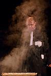"""Maître Fendard - """"On a volé le château de sable""""<br /> Maître Fendard : Fred Tousch<br /> Ménardeau : Laurent Mollat<br /> Ecriture : Fred Tousch et François Rollin<br /> Mise en scène : François Rollin<br /> Collaboration artistique : Joël Dragutin<br /> Lumière : Nicolas Gilli<br /> Lieu : Espace Lino Ventura<br /> Ville : Torcy<br /> Date : 16/10/2015<br /> © Laurent Paillier / photosdedanse.com"""