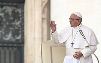 Papa Francesco tiene l'udienza generale del mercoledi' in Piazza San Pietro, Citta' del Vaticano, 31 ottobre 2018.<br /> Pope Francis leads his weekly general audience in St. Peter's Square at the Vatican, on October 31, 2018.<br /> UPDATE IMAGES PRESS/Isabella Bonotto<br /> <br /> STRICTLY ONLY FOR EDITORIAL USE