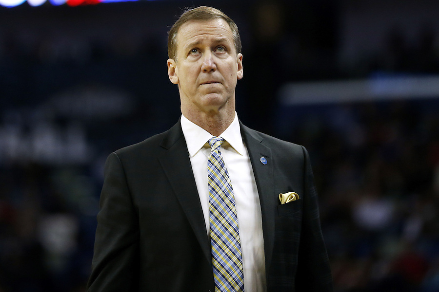 Portland Trail Blazers head coach Terry Stotts reacts during the first half of an NBA basketball game against the New Orleans Pelicans Wednesday, Dec. 23, 2015, in New Orleans. (AP Photo/Jonathan Bachman)