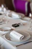 Europe/France/Rhone-Alpes/73/Savoie/Courchevel:  Salle du Restaurant: Le Strato Courchevel 1850 - détail table dressée