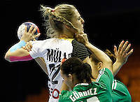 SERBIA, Novi Sad: Germany's Susann Muller (C) vies with Hungary's Anita Gorbicz (front) and Klara Szekeres (back) during their Women's Handball World Championship 2013 match Hungary vs Germany on December 13, 2013 in Novi Sad.   AFP PHOTO / PEDJA MILOSAVLJEVIC