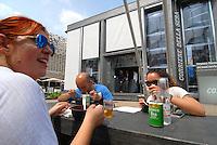Milano - Rho Fiera 1/6/2015<br /> EXPO 2015. Visitatori in pausa pranzo davanti allo stand del Corriere della Sera, lungo il Decumano.<br /> Lunch break in front of Corriere della Sera pavilon, along the Decumanus. <br /> Foto Livio Senigalliesi