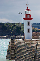 France, Côtes d'Armor (22),Côte d'Emeraude, Erquy, le phare sur le port // France, Cotes d'Armor,  Emeraude coast , Erquy,    lighthouse on port