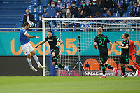Kopfballchance Luca Pfeiffer (SV Darmstadt 98) gegen Marcel Franke (Hannover 96)<br /> - 28.08.2021 Fussball 2. Bundesliga, Saison 21/22, SV Darmstadt 98 vs Hannover 96, Stadion am Boellenfalltor, emonline, emspor, <br /> <br /> Foto: Marc Schueler/Sportpics.de<br /> Nur für journalistische Zwecke. Only for editorial use. (DFL/DFB REGULATIONS PROHIBIT ANY USE OF PHOTOGRAPHS as IMAGE SEQUENCES and/or QUASI-VIDEO)
