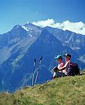 Austria, Tyrol, Ziller Valley, above Mayrhofen: seniors taking a hiking break with view at Tuxer Alps | Oesterreich, Tirol, Zillertal oberhalb Mayrhofen: Seniorenpaar bei Wanderpause unterhalb des Filzenkogel mit Blick auf die Tuxer Alpen