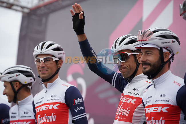 Vincenzo Nibali (ITA) and Trek-Segafredo at sign on before the start of Stage 12 of the 103rd edition of the Giro d'Italia 2020 running 204km from Cesenatico to Cesenatico, Italy. 15th October 2020.  <br /> Picture: LaPresse/Gian Mattia D'Alberto | Cyclefile<br /> <br /> All photos usage must carry mandatory copyright credit (© Cyclefile | LaPresse/Gian Mattia D'Alberto)