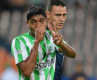 MEDELLÍN -COLOMBIA-13-09-2014. Luis Carlos Ruiz (Izq) jugador de Atlético Nacional celebra un gol anotado a Independiente Medellín durante partido por la fecha 9 de la Liga Postobón II 2014 jugado en el estadio Atanasio Girardot de la ciudad de Medellín./ Luis Carlos Ruiz (L) player of Atletico Nacional celebrates a goal scored to Independiente Medellin during the match for the 9th date of the Postobon League II 2014 at Atanasio Girardot stadium in Medellin city. Photo: VizzorImage/Luis Ríos/STR