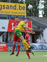 FC GULLEGEM - WITGOOR SPORT DESSEL :<br /> kopbalduel tussen Lennart Sampers (L) en Anton Blockx (R)<br /> <br /> Foto VDB / Bart Vandenbroucke