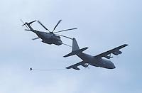 "- in-flight refueling between a C 130 ""Hercules"" aircraft and a transport helicopter CH 53 of US Marines....- rifornimento in volo fra un aereo C 130 ""Hercules"" ed un elicottero da trasporto CH 53 degli US Marines"