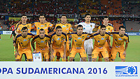 MEDELLIN-COLOMBIA, 24-08-2016. Jugadores del Sportivo Luqueño del Paraguay posan para una foto previo al encuentro con Deportivo Independiente Medellin de Colombia por la segunda fase-ida de La Copa Sudamericana  disputado en el estadio Atanasio Girardot./ Players of Sportivo Luqueño of Paraguay pose to a photo prior the match against Deportivo Independiente Medellin of Colombia  for Sudamericana Cup 2016 played at Atanasio Girardot stadium . Photo:VizzorImage / León Monsalve / Contribuidor