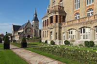 France, Pas-de-Calais (62), côte d'Opale, Le Touquet, église Jeanne d'Arc et l'l'Hôtel de Ville //  France, Pas de Calais, Cote d'Opale, Le Touquet, Jeanne d'Arc church and City Hall