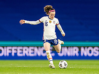 LE HAVRE, FRANCE - APRIL 13: Rose Lavelle #16 of the USWNT crosses the ball during a game between France and USWNT at Stade Oceane on April 13, 2021 in Le Havre, France.