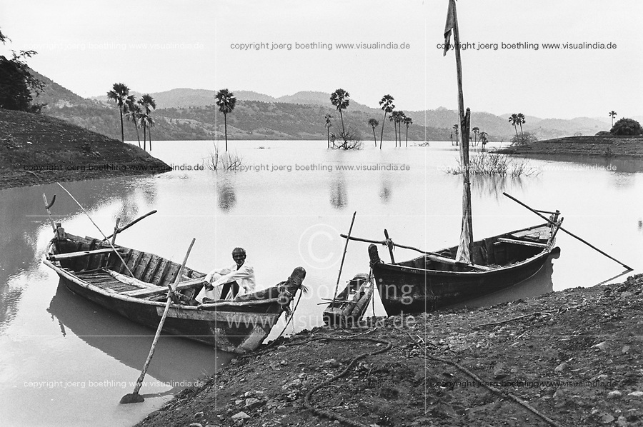 India, Narmada River, Narmada dams and protest movement of NBA Narmada Bachao Andolan, movement to save the Narmada river, and affected Adivasi in their villages, village Manibeli submerged in the  reservoir of the SSP Sardar Sarovar Dam during monsoon, September 1993