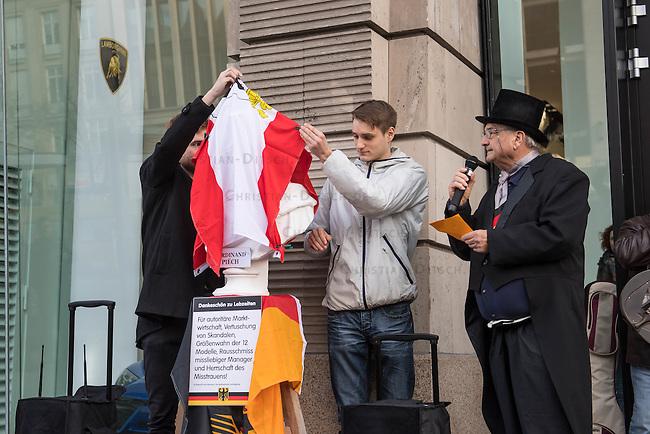 """Als Protest gegen den VW-Abgasskandal wurde am Dienstag den 28. Februar 2017 vor dem VW-Show Room Unter den Linden in Berlin eine Bueste des ehemaligen VW-Chef Ferdinand Piech enthuellt. Initiator der Aktion waren der Politikprofessor Peter Grottian (rechts) und die Kampagne """"VW-Boykottieren""""<br /> 28.2.2017, Berlin<br /> Copyright: Christian-Ditsch.de<br /> [Inhaltsveraendernde Manipulation des Fotos nur nach ausdruecklicher Genehmigung des Fotografen. Vereinbarungen ueber Abtretung von Persoenlichkeitsrechten/Model Release der abgebildeten Person/Personen liegen nicht vor. NO MODEL RELEASE! Nur fuer Redaktionelle Zwecke. Don't publish without copyright Christian-Ditsch.de, Veroeffentlichung nur mit Fotografennennung, sowie gegen Honorar, MwSt. und Beleg. Konto: I N G - D i B a, IBAN DE58500105175400192269, BIC INGDDEFFXXX, Kontakt: post@christian-ditsch.de<br /> Bei der Bearbeitung der Dateiinformationen darf die Urheberkennzeichnung in den EXIF- und  IPTC-Daten nicht entfernt werden, diese sind in digitalen Medien nach §95c UrhG rechtlich geschuetzt. Der Urhebervermerk wird gemaess §13 UrhG verlangt.]"""