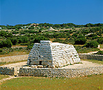 Spain, Balearic Islands, Menorca, near Ciutadella: Naveta d'Es Tudons - Ancient Menorcan megalithic chamber tomb | Spanien, Balearen, Menorca, bei Ciutadella: Naveta d'Es Tudons - praehistorische Grabanlage in Megalithbauweise