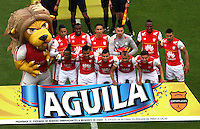 BOGOTA - COLOMBIA - 6-09-2015: Formacion  de Independiente Santa Fe contra Millonarios   antes del partido  por la fecha 10 de la Liga Aguila II 2015 jugado en el estadio Nemesio Camacho El Campin. / Team of Independiente Santa Fe  before match against of Millonarios     during a match for the tenth  date of the Liga Aguila II 2015 played at Nemesio Camacho El Campin stadium in Bogota  city. Photo: VizzorImage / Felipe Caicedo / Staff.