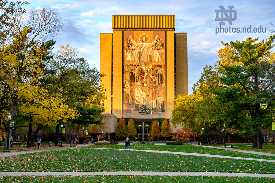 November 6, 2019; Hesburgh Library during fall. (Photo by Barbara Johnston/University of Notre Dame)