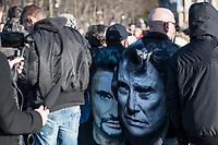 Fans de Johnny HAllyday sur le passage du corbillard sur les champs elysees<br /> ©   ANGELA/ DALLE