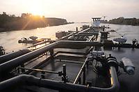 """- pusher of """"Fluviopadana"""" company with barge for fuels transport in navigation on the Po river....- spintore della compagnia """"Fluviopadana"""" e chiatta per il trasporto di carburanti in navigazione sul fiume Po"""