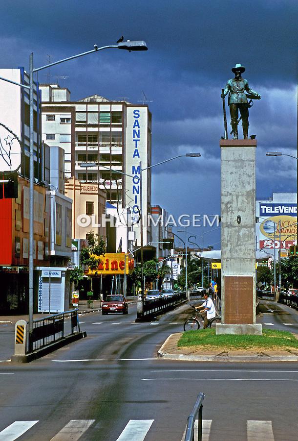 Avenida Anhanguera em Goiânia, Goiás. 2004. Foto de Daniel Cymbalista.