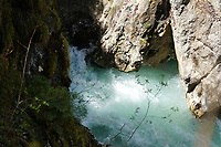 Letauscher Ache fließt durch die Leutascher Geisterklamm - Seefeld 23.05.2021: Leutascher Geisterklamm