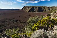 France, île de la Réunion, Parc national de La Réunion, classé Patrimoine Mondial de l'UNESCO, volcan du Piton de la Fournaise, l' enclos Fouqué   et  le  plateau du  Fond de la Rivière de l'Est et le  rempart de la Rivière de l'Est,// France, Reunion island (French overseas department), Parc National de La Reunion (Reunion National Park), listed as World Heritage by UNESCO, Piton de la Fournaise volcano, the Fouque enclosure and of the  East River plateau and of  the East River bulwark   in the background