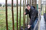 Foto: VidiPhoto<br /> <br /> DODEWAARD – Portret van boomkweker Jaap Verwoert. De maatschap R. Verwoert en Zn. bestaat uit vader Ruth (64) en de zoons Jaap (36) en Marinus (29). Het bedrijf kweekt op 8 ha. laan-, sier-, vrucht- en vormbomen. Klanten zijn met name hoveniers en groencentra.