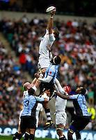 Photo: Richard Lane/Richard Lane Photography. England v Fiji. QBE Autumn Internationals. 10/11/2012. England's Geoff Parling wins a lineout.