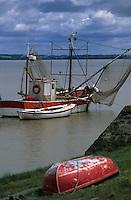 Europe/France/Aquitaine/33/Gironde/Env de Saint-Seurin-de-Cadourne: Port de la Maréchale sur la Gironde - Détail d'un bateau