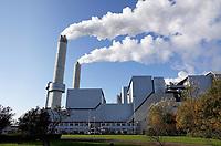 Nederland Amsterdam - November 2019. Het Afval Energie Bedrijf ( AEB ). Het Afval Energie Bedrijf (AEB) is een afvalverwerkingsbedrijf in Amsterdam. Het bedrijf verwerkt afval uit Amsterdam en uit de regio, en heeft de beschikking over afvalverbrandingsinstallaties in het Westelijk Havengebied. Deze installaties gebruiken de bij de verbranding vrijkomende warmte voor het opwekken van energie. De verbrandingsovens werken weer. Foto Berlinda van Dam / Hollandse Hoogte