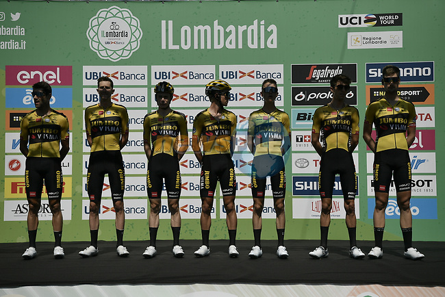 Team Jumbo-Visma at sign on before the start of the 114th edition of Il Lombardia 2020, running 231km from Bergamo to Como, Italy. 15th August 2020.<br /> Picture: LaPresse/Marco Alpozzi | Cyclefile<br /> <br /> All photos usage must carry mandatory copyright credit (© Cyclefile | LaPresse/Marco Alpozzi)