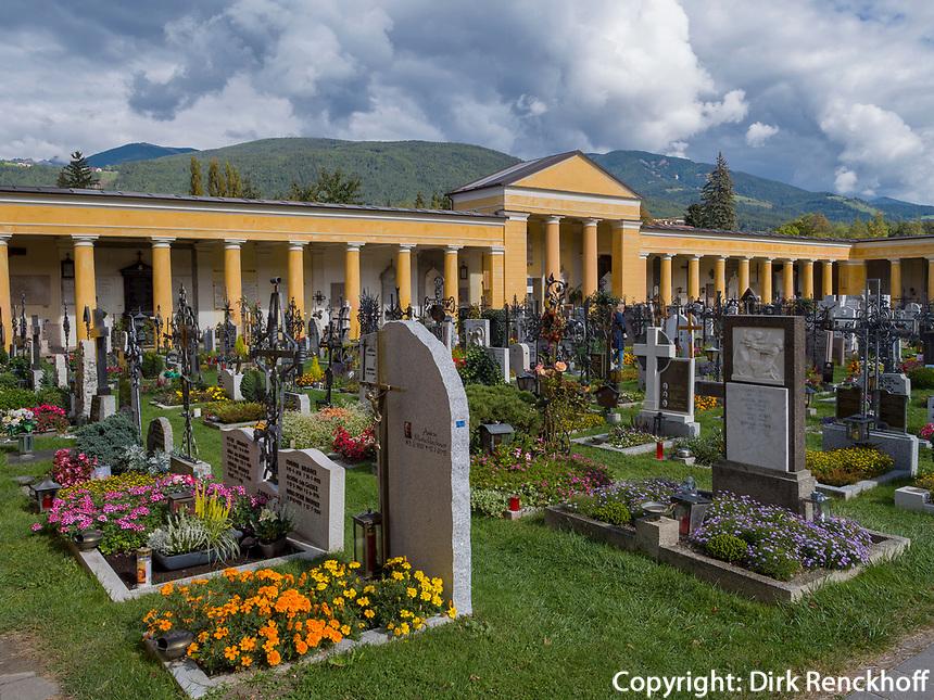 Friedhof in Bruneck, Region Südtirol-Bozen, Italien, Europa<br /> cemetery, Bruneck, Region South Tyrol-Bolzano, Italy, Europe