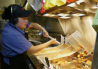 Marisol Zayala pulls a basket of chicken nuggets from the fryer at a Wendy's restaurant Wednesday, June 7, 2006, in Dublin, Ohio. Wendy's is making the switch to non-hydrogenated cooking oil for fries and breaded chicken products.<br />