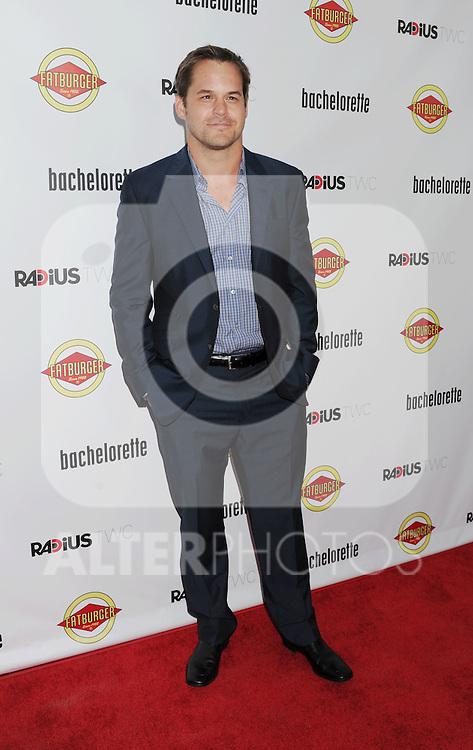 HOLLYWOOD, CA - AUGUST 23: Kyle Bornheimer arrives at the Los Angeles premiere of 'Bachelorette' at the Arclight Hollywood on August 23, 2012 in Hollywood, California. /NortePhoto.com.... **CREDITO*OBLIGATORIO** *No*Venta*A*Terceros*..*No*Sale*So*third* ***No*Se*Permite*Hacer Archivo***No*Sale*So*third*