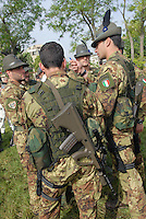 "- Italian Army, 4th Regiment Alpine..Parachutists ""mount Cervino"" with Austrian assault rifle Steyr AUG<br />