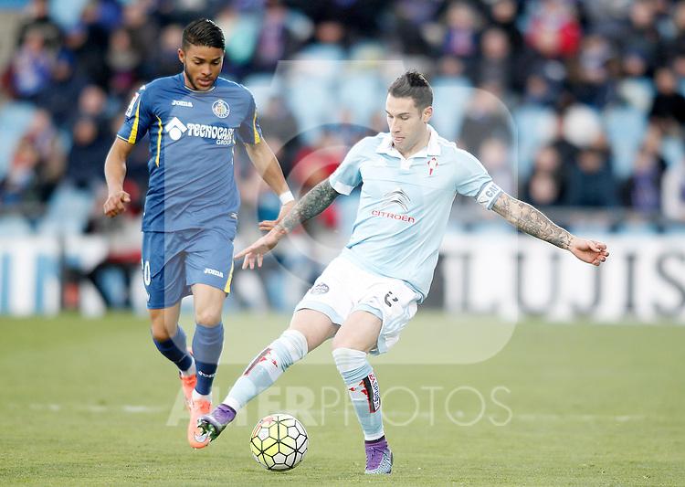 Getafe's Wanderson (l) and Celta de Vigo's Hugo Mallo during La Liga match. February 27,2016. (ALTERPHOTOS/Acero)