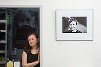 """Ausstellungseroeffnung """"Portraits"""" des Kameramann und Fotografen Peter Zische am Dienstag den 2. Juni 2015 in der Ladengalerie der Tageszeitung """"junge Welt"""".<br /> 2.6.2015, Berlin<br /> Copyright: Christian-Ditsch.de<br /> [Inhaltsveraendernde Manipulation des Fotos nur nach ausdruecklicher Genehmigung des Fotografen. Vereinbarungen ueber Abtretung von Persoenlichkeitsrechten/Model Release der abgebildeten Person/Personen liegen nicht vor. NO MODEL RELEASE! Nur fuer Redaktionelle Zwecke. Don't publish without copyright Christian-Ditsch.de, Veroeffentlichung nur mit Fotografennennung, sowie gegen Honorar, MwSt. und Beleg. Konto: I N G - D i B a, IBAN DE58500105175400192269, BIC INGDDEFFXXX, Kontakt: post@christian-ditsch.de<br /> Bei der Bearbeitung der Dateiinformationen darf die Urheberkennzeichnung in den EXIF- und  IPTC-Daten nicht entfernt werden, diese sind in digitalen Medien nach §95c UrhG rechtlich geschuetzt. Der Urhebervermerk wird gemaess §13 UrhG verlangt.]"""