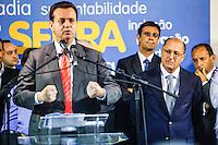 ATENCAO EDITOR IMAGEM EMBARGADA PARA VEICULOS INTERNACIONAIS -  SAO PAULO, SP, 16 OUTUBRO 2012 - O governador Geraldo Alckmin (D) durante encontro com prefeitos eleitos do PSDB no Edificio Joelma na região central da capital paulista, nesta terça-feira, 16. A presensa do candidato a prefeitura Jose Serra era esperada o que não aconteceu. (FOTO:   WILLIAM VOLCOV / BRAZIL PHOTO PRESS).