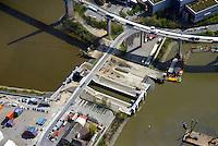 Neubau der Rugenberger Schleuse: EUROPA, DEUTSCHLAND, HAMBURG, (EUROPE, GERMANY), 20.04.2015 Neubau der Rugenberger Schleuse unterhalb der Koehlbrandbruecke. Dafuer muss die Stroemungsschleuse, die pro Jahr 22.000 Mal von Schiffen passiert werde, bis voraussichtlich Ende 2014 gesperrt werden.