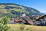 Austria, Tyrol, Brixen Valley, Kirchberg in Tyrol with parish church | Oesterreich, Tirol, Brixental, Kirchberg in Tirol mit Pfarrkirche