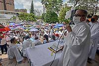 CALI - COLOMBIA, 08-05-2021: Misa en la glorieta de La Portada en donde manifestantes y habitantes del sector en Cali Colombia se congregaron hoy, 09 mayo de 2021, durante el doceavo día de protestas del Paro Nacional convocado por la reforma tributaria y de la salud que adelanta el gobierno de Ivan Duque además de la precaria situación social y económica que vive Colombia. Durante el día se presentaron bloqueos intermitentes y además recibieron el apoyo de la Minga Indígena. El paro fue convocado por sindicatos, organizaciones sociales, estudiantes y la oposición y sumando el día del trabajo lleva 11 días de marchas y protestas. / Mass in the roundabout of La Portada where protesters and inhabitants of the sector in Cali Colombia gathered today, May 09, 2021, during the twelfth day of protests of the National Strike called for the tax and health reform carried out by the government of Ivan Duque in addition to the precarious situation social and economic life in Colombia. During the day there were intermittent blockades and they also received the support of the Indigenous Minga. The strike was called by unions, social organizations, students and the opposition and adding up to Labor Day it has been 11 days of marches and protests. Photos: VizzorImage / Gabriel Aponte / Staff